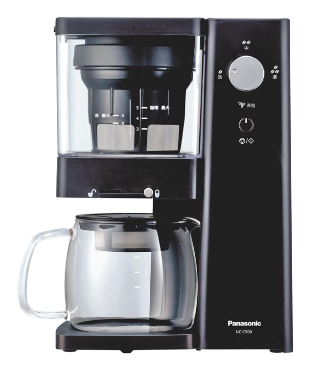 Panasonic冷萃咖啡機NC-C500,8月17日前買就送手動研磨器組。 (Panasonic提供)