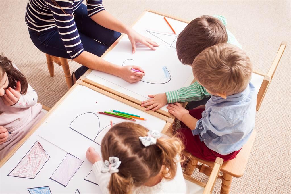 有網友對於幼兒園的學費一年要20萬,感到相當吃驚,對此,不少家長認為這算便宜,其他費用加總下來,恐花費更多。(圖/示意圖,達志影像)
