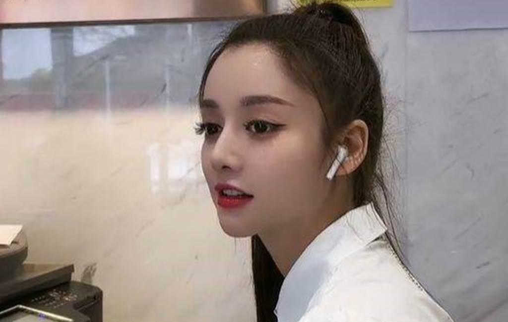 青青有張像迪麗熱巴的明星臉。(圖/微博@青青)