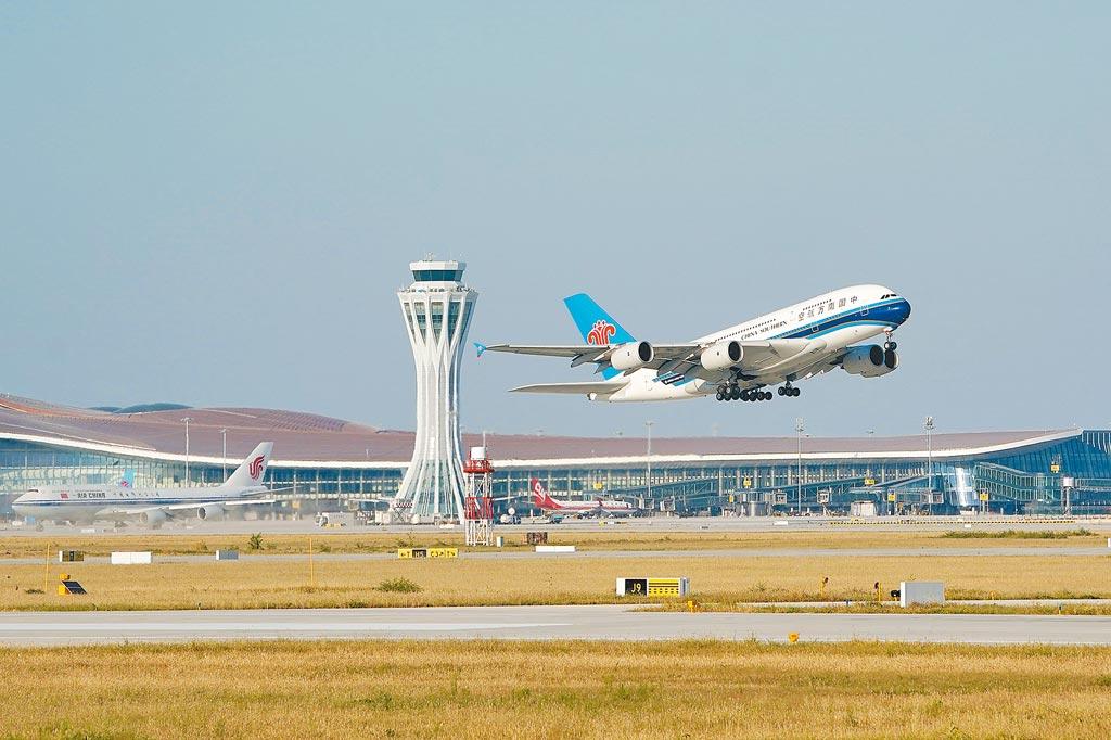 2019年9月27日,中國南方航空公司的CZ3001次航班從北京大興國際機場起飛。當日,北京大興國際機場正式通航。(新華社)