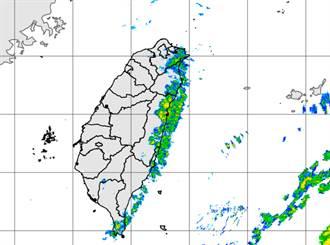「護國神山」尷尬了 3縣市大雨特報 雨被擋在東部