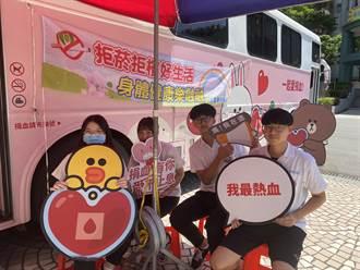 三重高中122師生挽袖救血庫 捐出82袋、2萬500CC血液