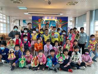 國寶級布袋戲大師小學義演 小學生第一次看戲驚呼連連