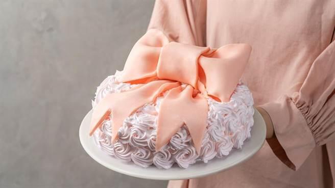 (母親節蛋糕成了百貨業兵家必爭,今年擴大數倍品項賣甜點。圖/環球提供)