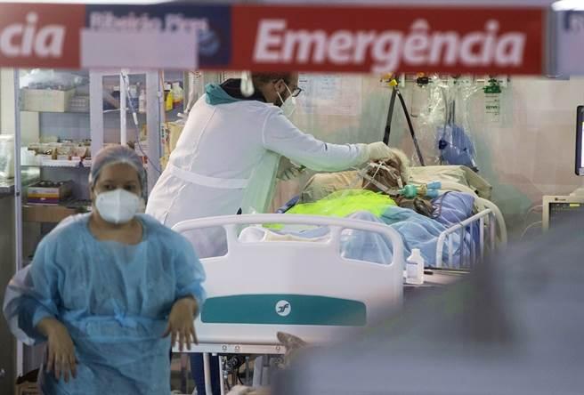 印度第2波新冠疫情大爆发,22日单日新增逾31万病例,创下世界纪录。(资料照/美联社)
