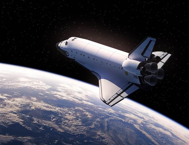 英國網友在NASA直播中目擊一個會發光的不明飛行物撞擊國際太空站。(示意圖/達志影像)