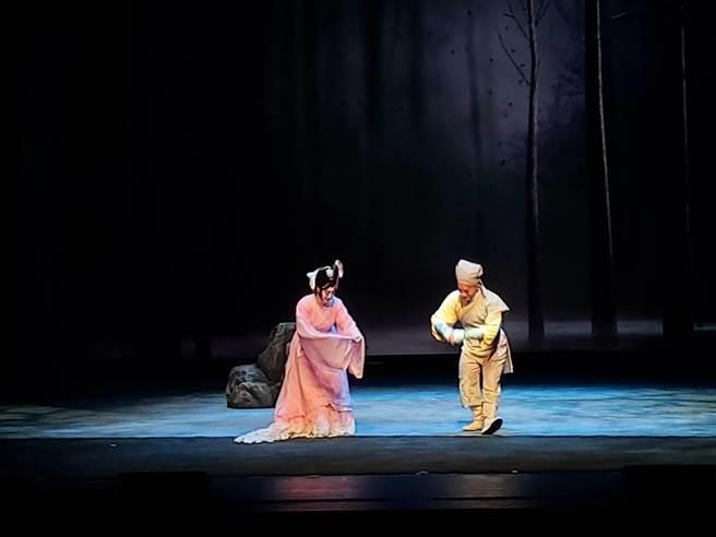 國光劇團作品《狐仙》,讓人類和狐狸跨越物種生死相戀。(李欣恬攝)