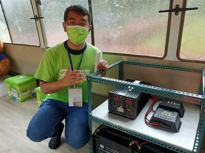 三星國中校長張煇志說明「能源教育車2.0」的發電、儲水等設計概念。(胡健森攝)