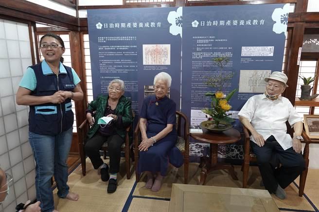 鹿港街長宿舍22日舉辦「產婆剪影」文物展。(吳敏菁攝)