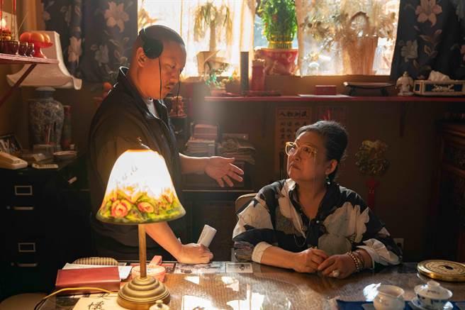 黃頤銘的母親在片中飾演算命師一角。(UIP提供)