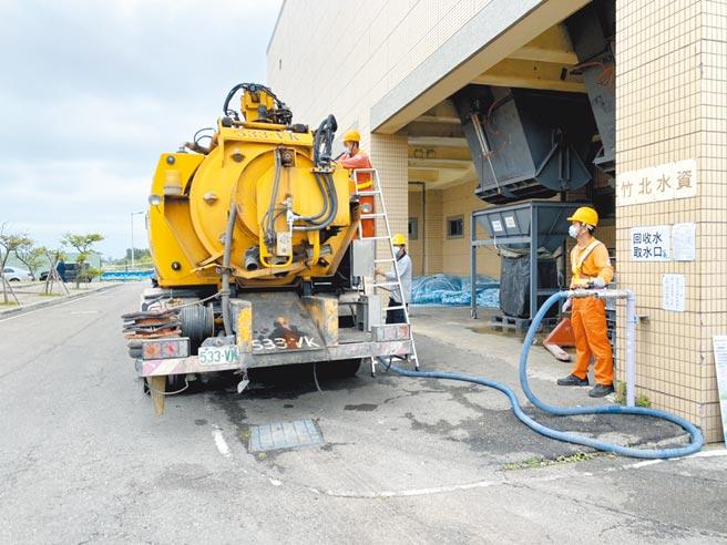 新竹縣竹北水資源回收中心增加管徑、供水壓力,縮短取水時間,增加民眾使用回收水的意願。(莊旻靜攝)