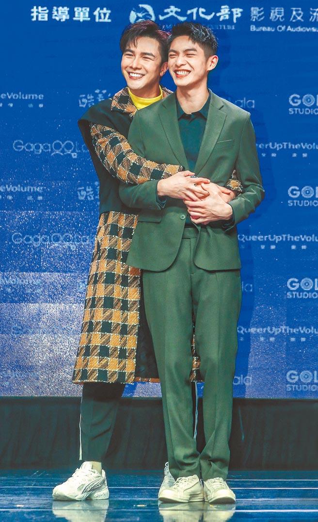 謝佳見(左)、林輝瑝在新戲飾演同志伴侶,兩人有不少親密戲。(粘耿豪攝)