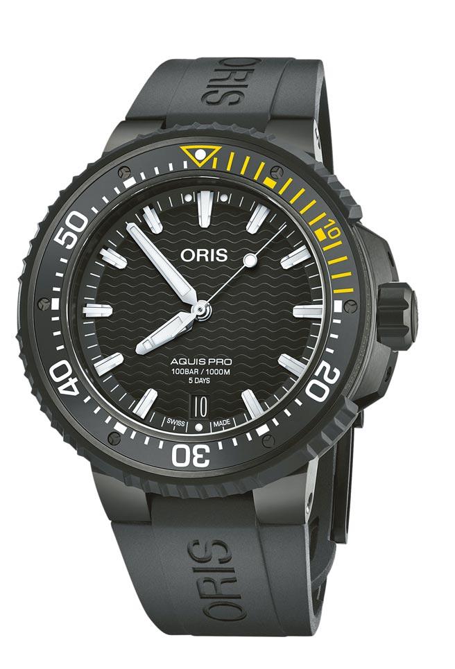 ORIS主打旗艦潛水專業表AquisPro日期表,可深潛1000公尺,12萬8000元。(ORIS提供)