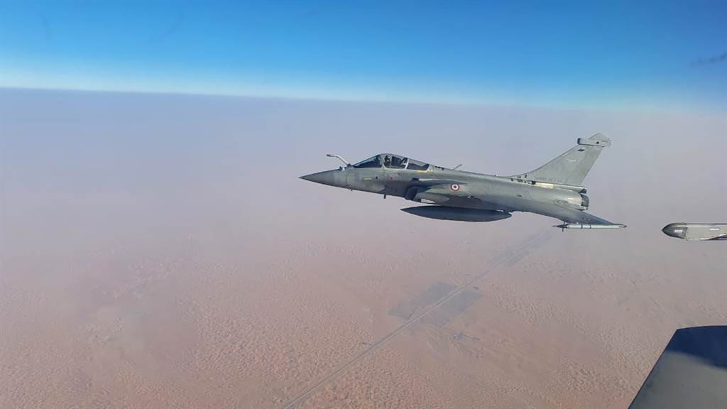 為對付印度「飆風」戰機,中國大陸據稱已將殲20戰機前進部署至西藏和新疆。圖為印軍「飆風」。(圖/印度空軍臉書)