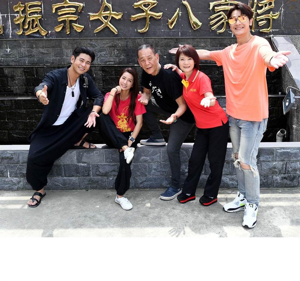 《神將少女八家將》主要演員楊子儀、林韋君、龍劭華、陳瓊美、張勛傑。(華視提供)