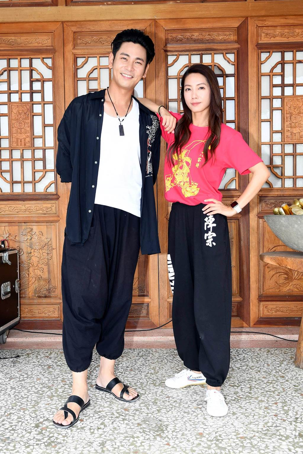 《神將少女八家將》主要演員楊子儀、林韋君。(華視提供)