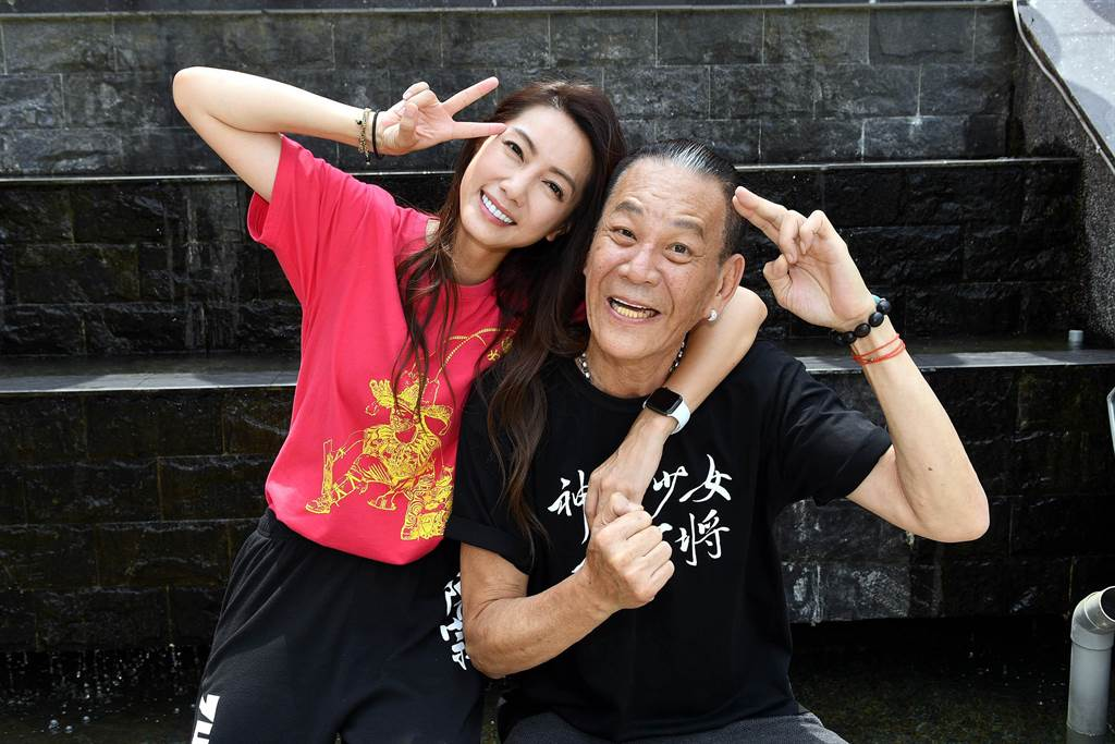龍劭華、林韋君飾演父女。(華視提供)