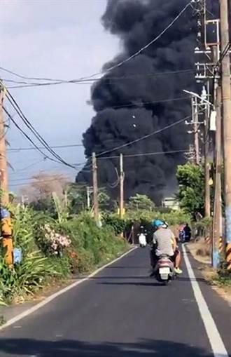 屏東長治資源回收場旁火警 黑煙直衝天際