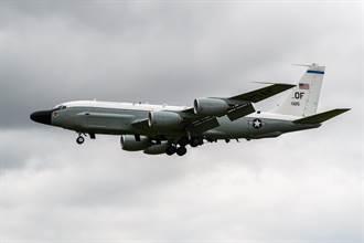 美軍RC-135抵近偵察 俄戰機急升空監視