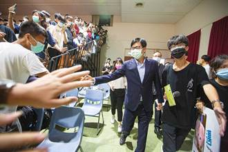 學生會長競選 陳其邁進場被調皮學生亂喊名