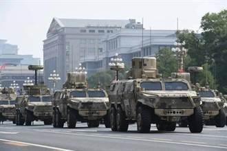 共軍演示跨海突襲利器 登陸艦首載新式突擊車演練兩棲作戰