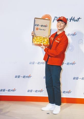 宋偉恩代言披薩 化身外送哥