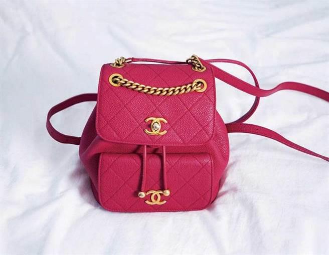 CHANEL 桃色背包/151,000元 (老公贈送)(攝影/戴世平)