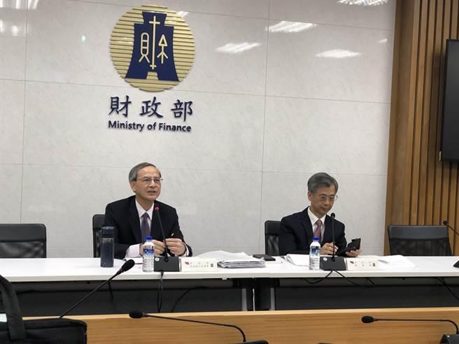 財政部次長阮清華(左)(圖/吳靜君攝)