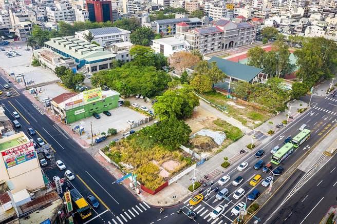 嘉義市垂楊路及吳鳳北路口的「肉地」,通過都更變商業區。(嘉義市政府提供)
