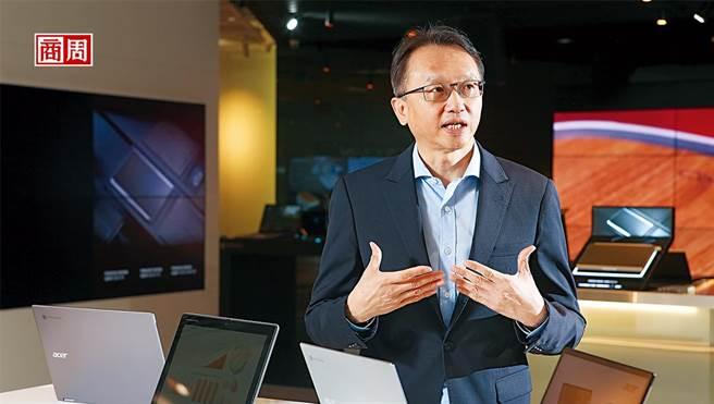 陳俊聖是科技業漲價潮中,首名剖析全局的大老。談到價格哄抬,他說:「很多中小型盤商,就是標準的蟑螂!」(圖/駱裕隆攝)