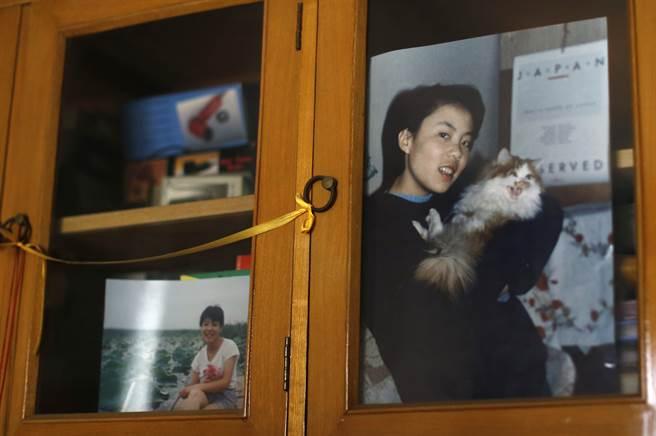 清華大學鉈中毒女生朱令的家中依舊貼著她出事前的照片(圖片取自/中新社)