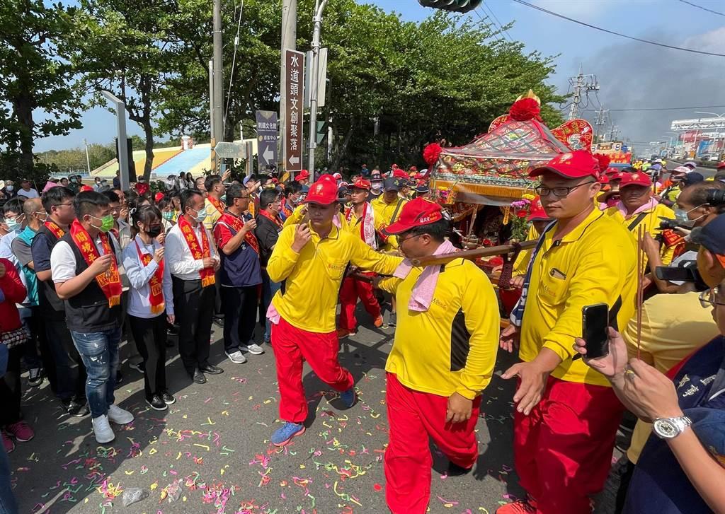為期3天2夜的社口媽百年香路謁祖之旅,24日抵達朴子市,信眾熱情迎接。(嘉義縣政府提供∕呂妍庭嘉義傳真)