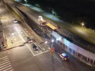 聯結車掉落鋼樑砸爛隔音牆 最高罰1.8萬元