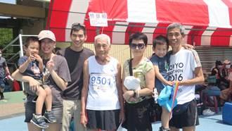 全国常青田径赛 96岁张文吉挑战百米 应援团四代同堂