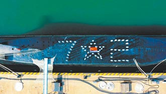 中共海軍成立72周年 大陸秀雙航母