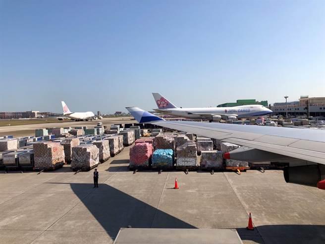 桃園機場在疫情逆境中,利用優越地理位置、充沛國籍航空機隊與綿密的航線網路等優勢,創造亮眼的經營績效。(桃機公司提供/陳祐誠傳真)