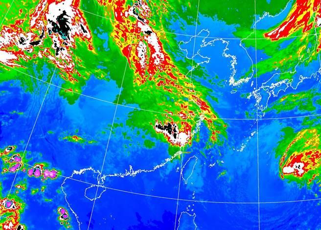 明天(25日),華南雲雨區東移靠近,全台轉涼,降雨機率大增。(氣象局提供)
