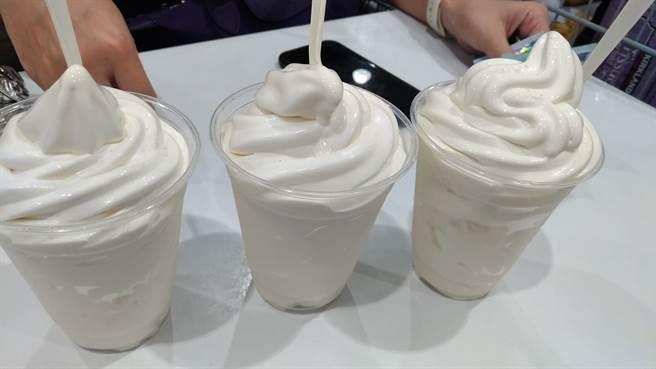 好市多日前推出巧克力口味霜淇淋後大受歡迎,近期賣場又出了一個新口味「海鹽牛奶霜淇淋」。(摘自Costco好市多 商品經驗老實說)