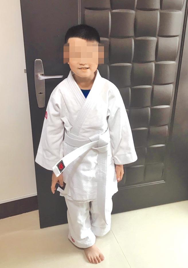 黄姓男童(见图)遭柔道教练及学员轮流重摔,导致颅内出血、脑死。(家属提供)
