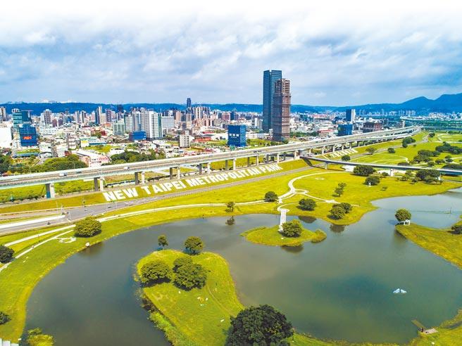 亞昕將在三重大都會公園、二重公園第一排推出總銷28億的「亞昕淳白」。(甲山林提供)