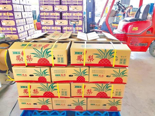 雲林縣府電商平台雲林良品推出的「甜過初戀旺你萊」金鑽鳳梨,15日起陸續出貨中。(周麗蘭攝)