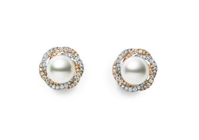 麗晶精品獨家MIKIMOTO頂級珠寶系列雙色金南洋珍珠耳環,142萬元。(麗晶精品提供)