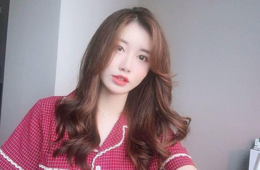 南韓數學老師「SsongTeacher」擁有超高顏值。(圖/翻攝自SsongTeacher IG)