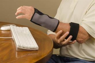 難怪還是痛!專家:戴錯護腕、護肘 不但沒用反更惡化