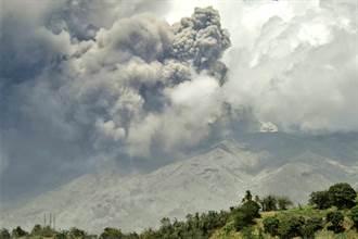 影》火山噴不停 友邦末日景象曝光 2周慘損28億台幣