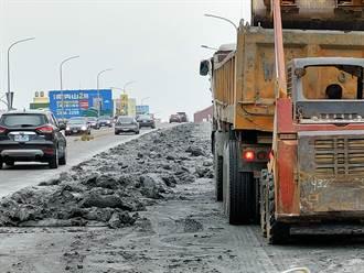 彰化砂石車爛泥狂撒 中央陸橋遭淹沒超過300公尺