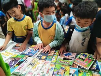 種下書香種子贈書活動 黃偉哲為學童導讀繪本