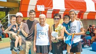 96歲跑百米 一家四代當啦啦隊
