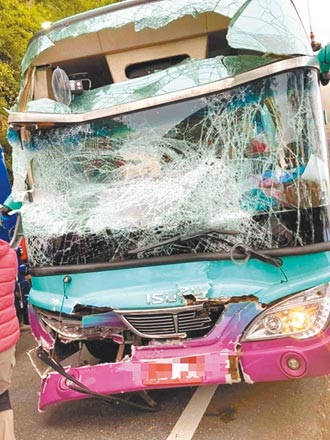 合歡山遊覽車追撞 18傷