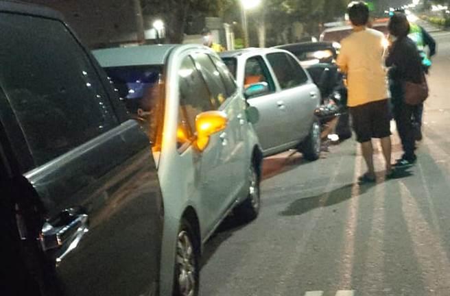 台中市议员杨典忠遇酒驾追撞,造成脊椎酸痛。(图/摘自杨典忠脸书)